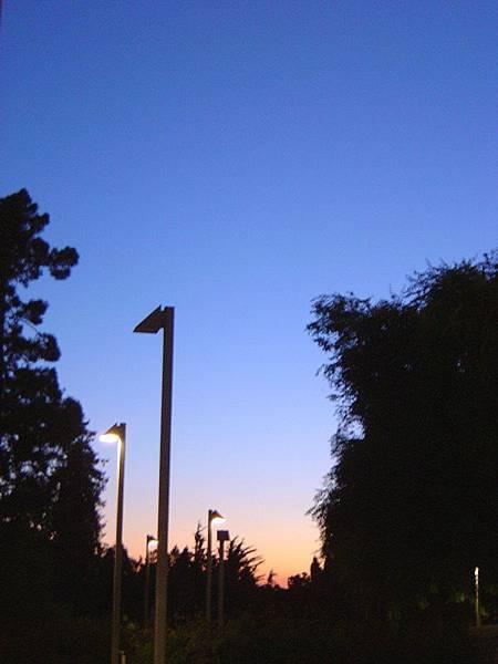 平安回到宿舍的夕陽