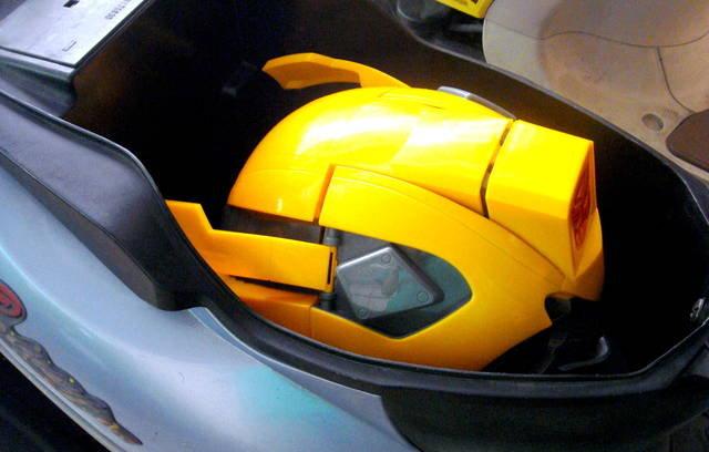 變形金剛大黃蜂造型頭盔-1.jpg