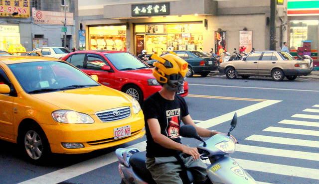變形金剛大黃蜂造型頭盔-6.jpg