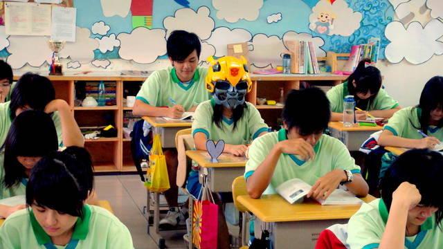 變形金剛大黃蜂造型頭盔-8.jpg