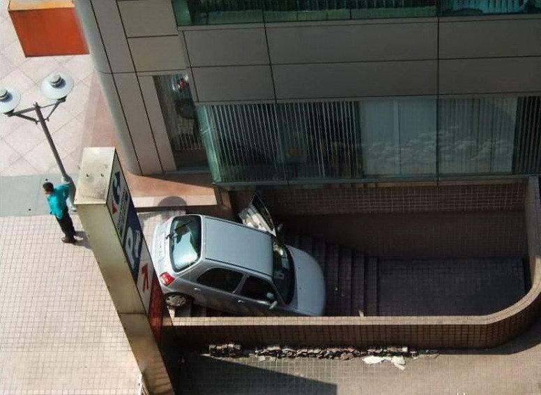 以為是家樂福停車入口.jpg