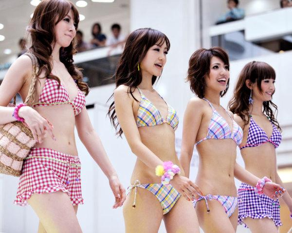 日本靚模熱辣泳裝秀-2.jpg