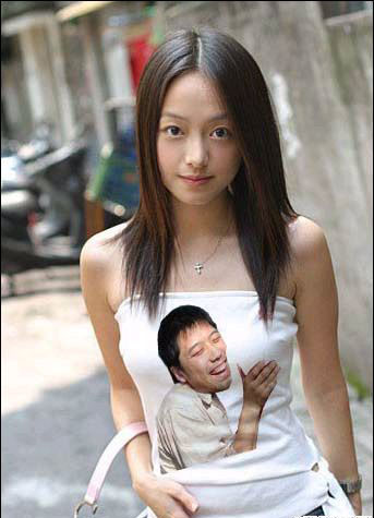 這位妹妹穿的T恤很有創意哦.jpg