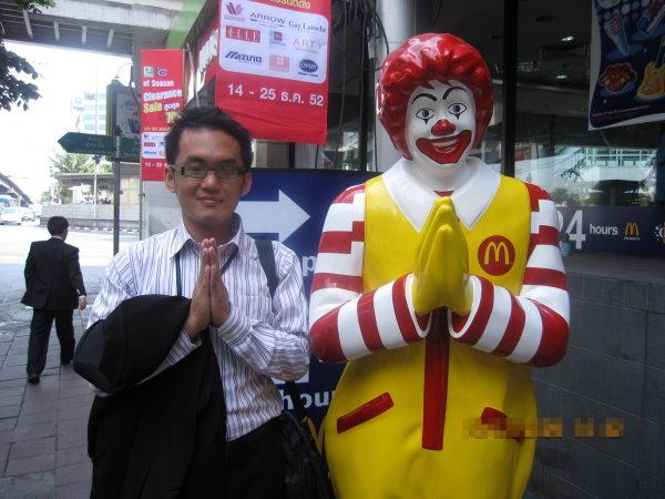 麥當勞叔叔向大家拜年.jpg