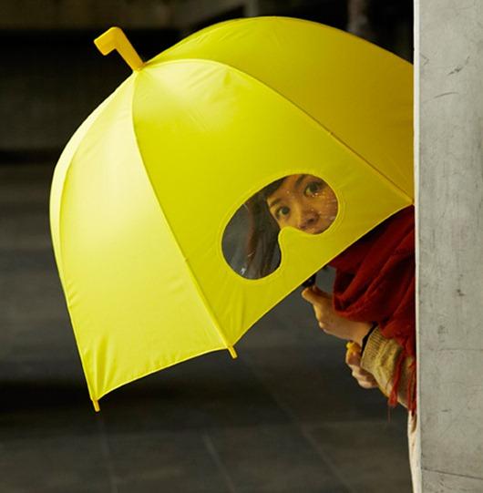 小正妹拿雨傘在看我-1.jpg