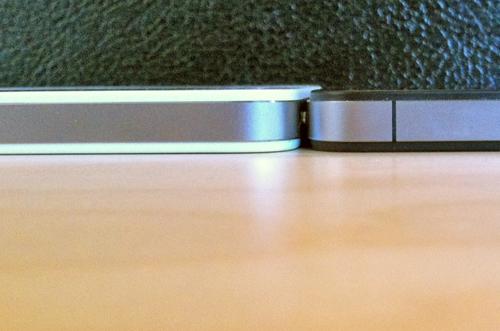 白色版iPhone 4 比黑色版厚?-1.jpg