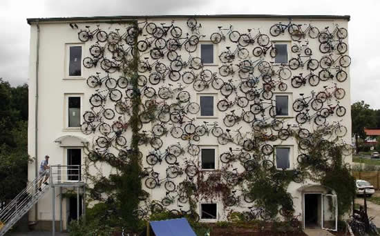 好酷的腳踏車房屋.jpg