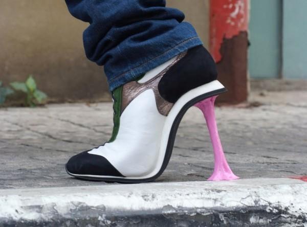 黏上口香糖的高跟鞋.jpg