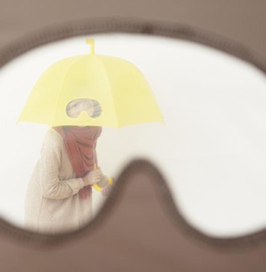 小正妹拿雨傘在看我-2.jpg