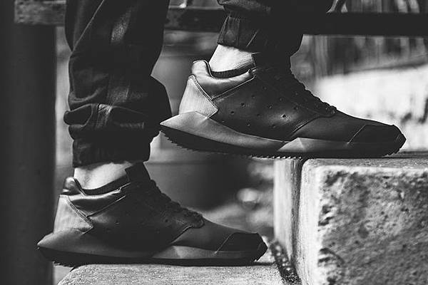 a-closer-look-at-rick-owens-x-adidas-2014-spring-summer-tech-runner-2