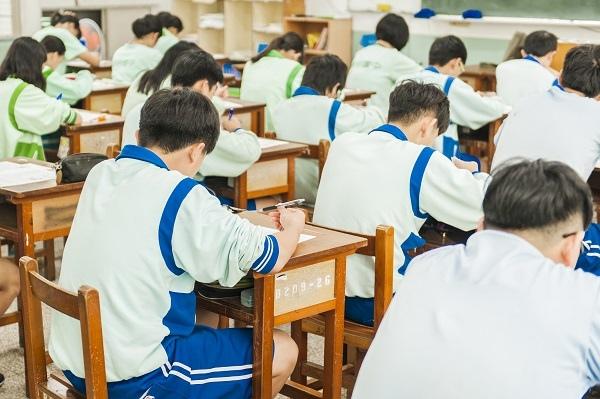 教室應考.jpg