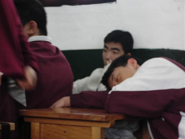 上課時睡覺發呆走動滴