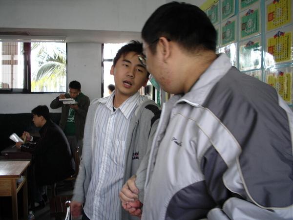 陳昇跟志明要打架囉