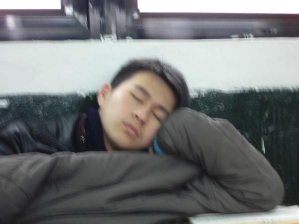 阿良這樣睡覺手會酸吧
