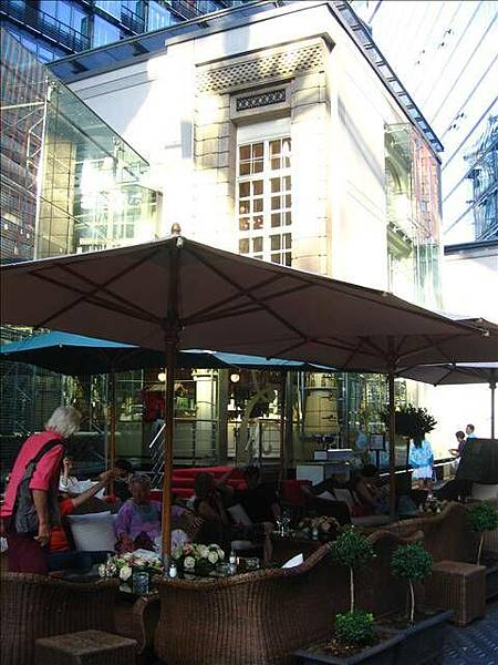 Cafe in Sony Center