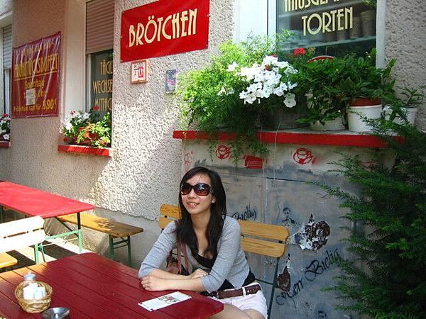 早餐店外很陽光