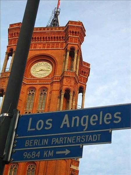 往LA的方向?在柏林?