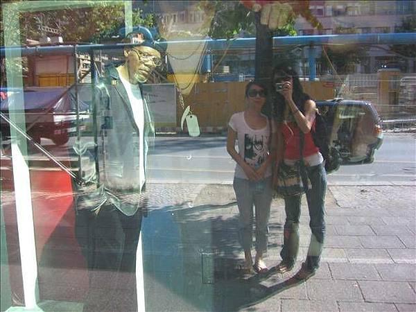 泰杜莎蠟像館外的我和旬和山謬傑克森