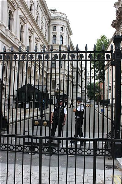 圍起來的唐寧街十號(首相官邸)