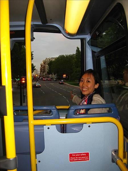 觀光客喜歡坐雙層巴士上面啦