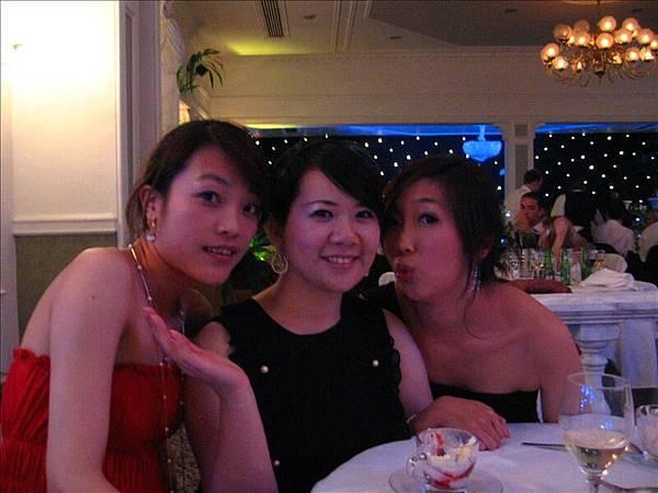 事實上我們這桌也只有我們四個華人