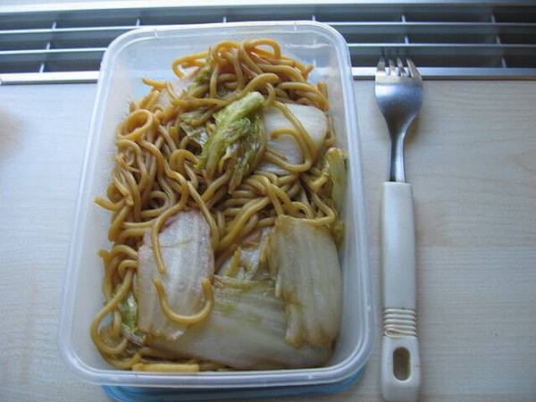 午餐便當:炒麵