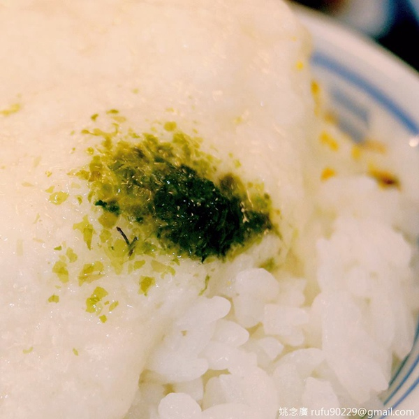 山藥泥覆在米飯上,淋些醬油,美味!.jpg