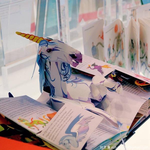立體的童書更增添了奇幻感!