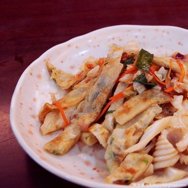 炒餅,用濕料去炒,但脆度不減,且有著飯與麵無法比擬的咬感。