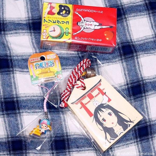 收到來自日本的禮物,不得不說,日本真的很擅長製作和包裝呢!然後,是戀愛繪馬哦XD