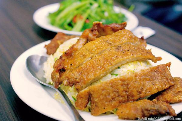 經典台式大排骨,加上師傅快炒的蛋炒飯,無疑是一種美味的享受啊啊啊啊啊!