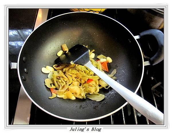 酸菜炒高麗菜做法3.JPG