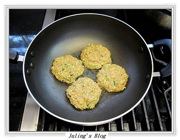 櫛瓜素漢堡排做法3.JPG