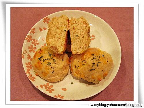 超簡單的蒜香切達比司吉(Drop Biscuits).jpg