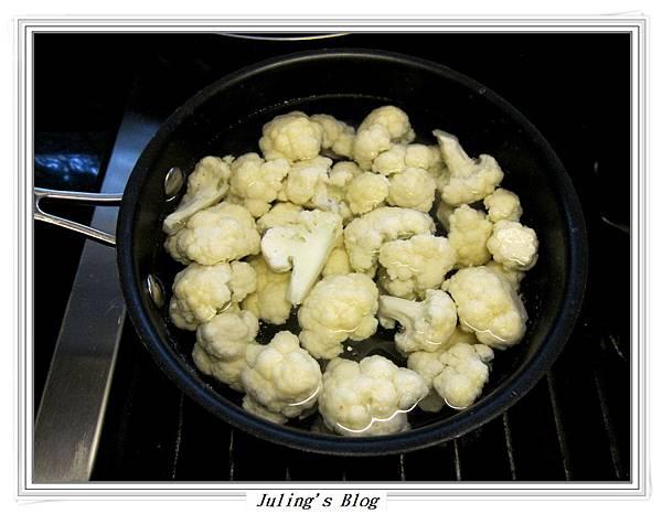 蒜香培根白花菜做法1