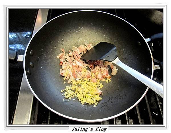 蒜香培根白花菜做法3