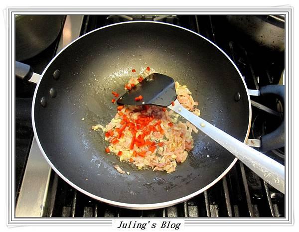 蒜香培根白花菜做法4