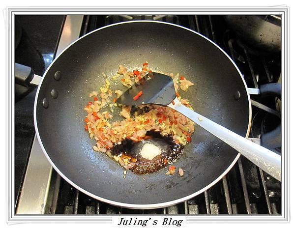 蒜香培根白花菜做法5