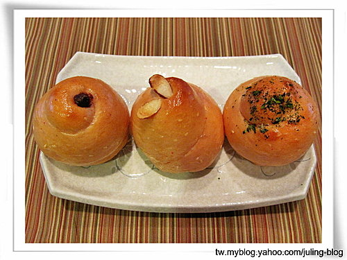 紅麴麵包捲(肉鬆、葡萄乾、巧克力)