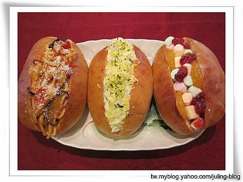 鮮奶麵包三吃(炒麵麵包、沙拉麵包、水果棉花糖麵包)