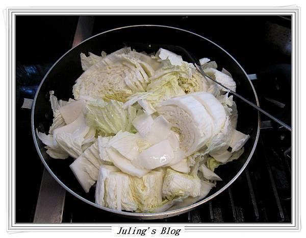 排骨酥白菜煲做法4