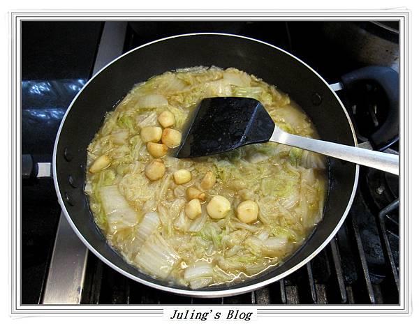 排骨酥白菜煲做法7