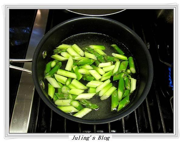 XO醬炒鮮貝蘆筍做法1.JPG