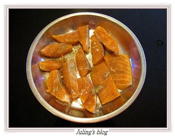 玉米菠菜鮭魚做法3.JPG