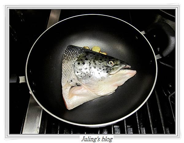 鮭魚頭豆漿鍋做法3.JPG