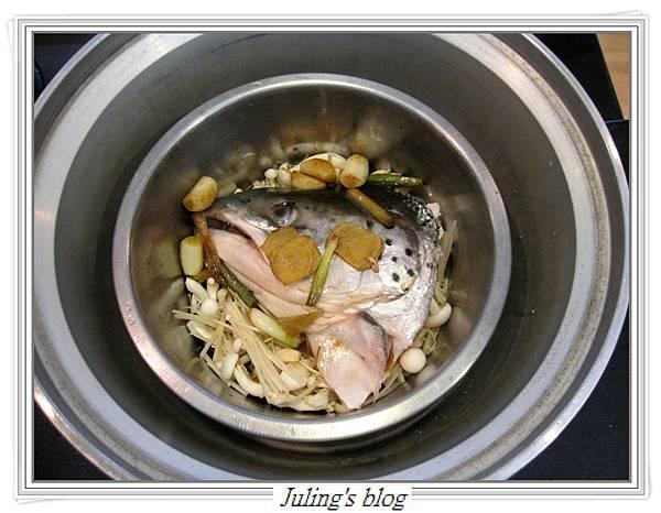 鮮菇鮭魚頭做法5.JPG