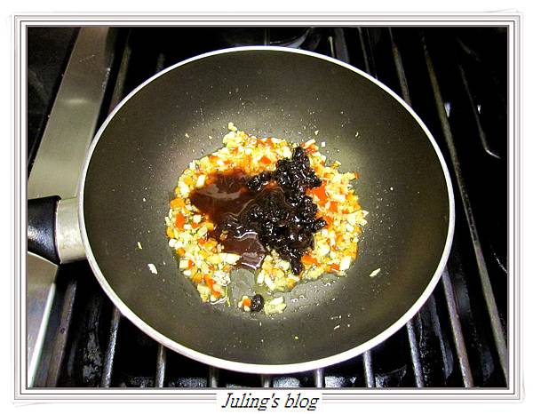 豉椒鮭魚頭做法2.JPG