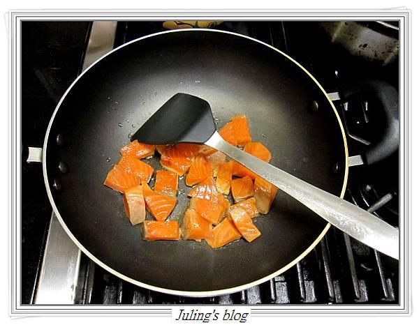 塔香鮭魚紫洋芋做法4.JPG