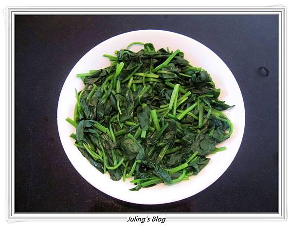 小魚乾燴菠菜做法1.JPG