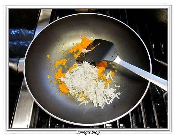 小魚乾燴菠菜做法4.JPG